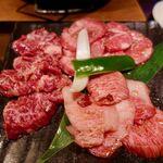 焼肉×もつ鍋 二子玉川 蔵月 - 贅沢3種ランチ 2200円