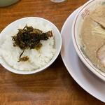 ラーメン大吉 - ご飯に辛子高菜、