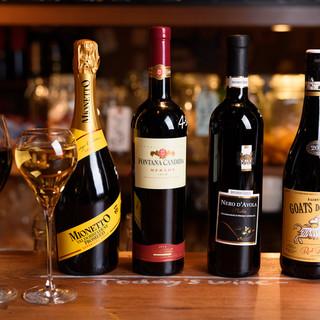 約120種のワインのほか、豊富なドリンクは飲み放題付コースで