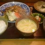 123993824 - 肉定食(1,100円)