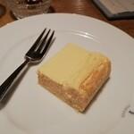 ELEPHANT FACTORY COFFEE - チーズケーキ