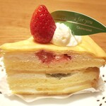 シャトレーゼ - 料理写真:【フルーツのクレープケーキ¥324(税込)】 ミルクレープとショートケーキがドッキングしたようなケーキ いちご・キウイ・桃が入ってます♪