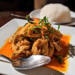 Sukhontha - 鶏肉のココナッツカレー煮込み