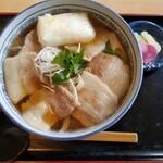 手打うどん麦や - ◆「肉うどん」(焼き餅トッピング)