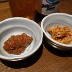 信州おさけ村 - くるみ味噌120円、そばの実ゴマ油炒め120円