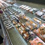 明治屋ジャンボ市 - 店内 撮影禁止と思うけど この位なら大丈夫やろ 寿司のコーナー