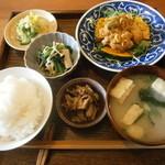 ごはん 芽屋 - お肉の定食