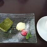 レストランアマル - デザート(抹茶のムースと柚子のアイス)とコーヒー