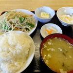 """松林 - 日替定食の""""豚肉もやし塩味炒""""\680"""