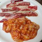 焼肉べこ六 - 料理写真:カルビ&ホルモン