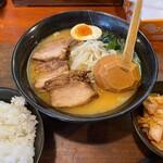 らーめん本郷亭 - 味噌ラーメン(850円)