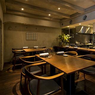ラグジュアリーな空間で、美酒美食を味わう至福のひと時を。