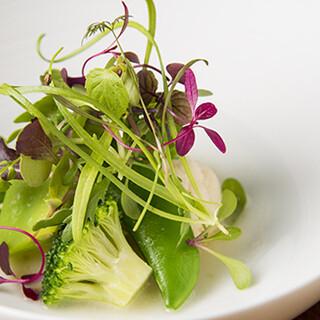 目にも愉しめる独創的なフランス料理。舌が喜ぶ逸品揃い。