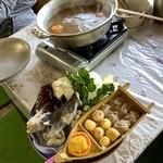 お食事処 慶 - 【周防大島名物・みかん鍋 3,900円/2人前】これに〆のメレンゲ雑炊も付いてます。