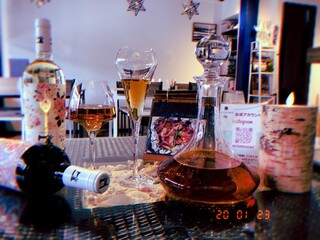KUTSURO gu Café - お洒落なグラスでワインを