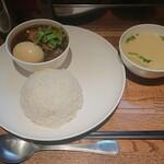アジアンスマイル - タイの鶏煮込みのせごはん煮卵つき