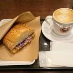 サンマルクカフェ - 「熱々ホットサンドモーニング グリルチキンとたっぷり野菜」とカフェラテ