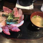 海鮮丼てんや - 料理写真:おまかせ丼(四種のせ)