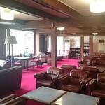 日光金谷ホテル - 厳かな雰囲気のロビー