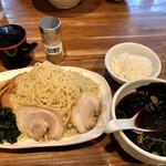 匠屋 - 麺と真っ黒い汁