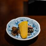 座屋 - 越知町の越知漬け(2年もの沢庵古漬け、キュウリの味噌漬け、キュウリの柴漬け)