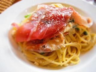 フォセッタ - きのこペーストとベーコン・ほうれん草のクリームスパゲティ