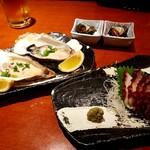 みなと寿司 - お通し・殻カキ・たこ刺し