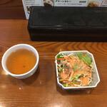ゴールデン バガン - 初めに出てきたお茶とサラダ