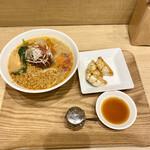 T's たんたん - 金ごま担々麺餃子+
