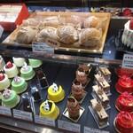 パティスリー ラ ヴィ ドゥース - 期間限定のカラフルなケーキたち