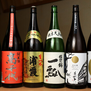 """<期間限定酒も多彩>""""日本酒""""で軽く一献。特製""""ひれ酒""""も。"""