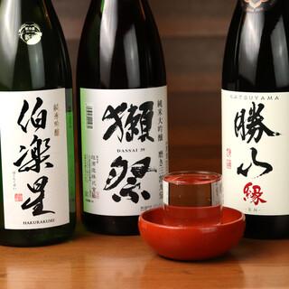 人気の銘酒に季節の日本酒、果実酒など、お酒の種類も充実