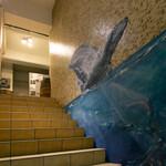 ENTERTAINMENT SOUND BAR 111 - 階段 壁画