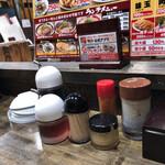 新・和歌山ラーメンばり馬 - 料理写真:卓上の調味料など。