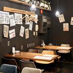 肉とフレンチ串 ネオビストロ 大衆ロッシーニ - オシャレで大衆的な居酒屋空間