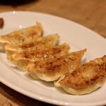 餃子とスパークリング バブルス - 焼き餃子