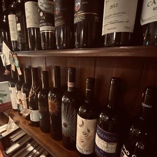 イタリア各州のワインを取り揃えてます。