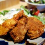 チロル食堂 - ヒレカツ・メンチカツ・エビフライのセットです。