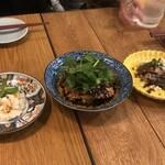 124113828 - ピータンのなんちゃら、鶏ときゅうりとパクチー、カツオと山椒