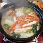 海鮮問屋 博多 - カニ鍋。めっちゃおいしかったです。最後の雑炊がこれまた至高の味です。思い出したらよだれが出そう。