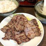 たん 助六 - 牛たん焼定食 950円