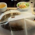 ステーキやるじゃん - ナプキンでソースの飛びはね防止!! ※店員さんが、ササッとやってくれました(*^^*)