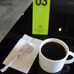 12413143 - 番号札をテーブルに置き待ってると先ずはコーヒー! 順番違うでないの?