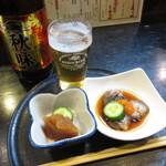 秋田杉 - 瓶ビールとお通し二品