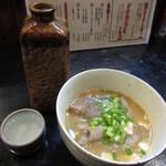 秋田杉 - 高清水熱燗二合とホルモン煮