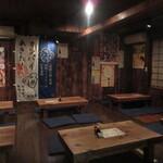 秋田杉 - 小上がりの座敷席