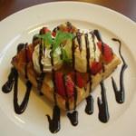 グラッチェガーデンズ - 料理写真:いちごのチョコワッフル