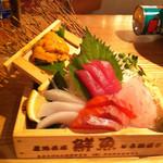 12416542 - 豪快箱ウニのせ鮮魚 500円