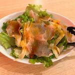 熟成肉とチーズ 肉割烹バル 和牛男cowboy - 生ハムと寿司ガリのサラダ