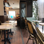 124166402 - イートインはパリのカフェみたい。